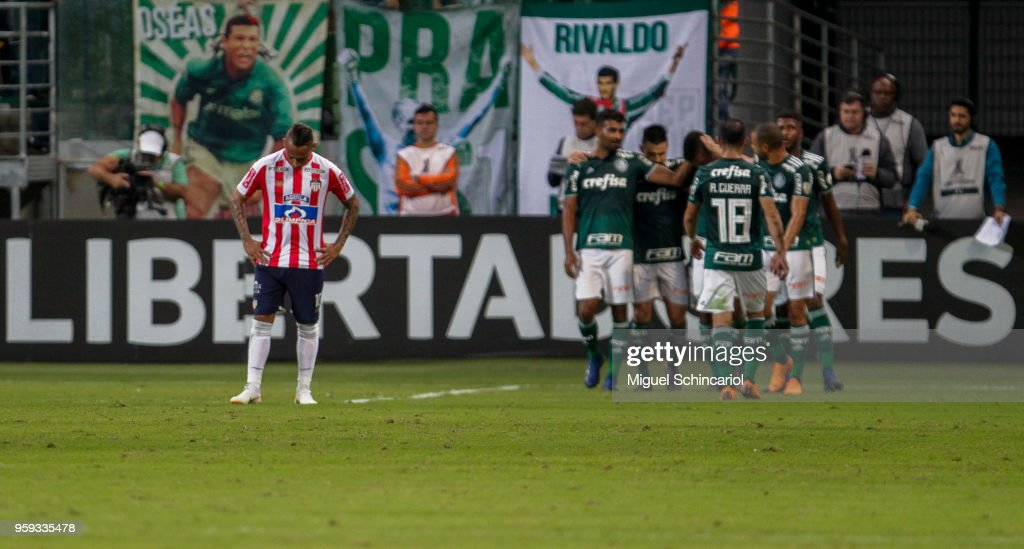 Jarlan Barrera (L) of Junior Barranquilla of Colombia reacts after a third goal of Brazil Palmeiras during the match for the Copa CONMEBOL Libertadores 2018 at Allianz Parque Stadium on May 16, 2018 in Sao Paulo, Brazil.