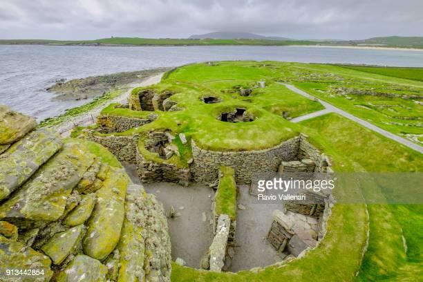 jarlshof prehistoric and norse settlements, shetland islands, scotland - isole shetland foto e immagini stock