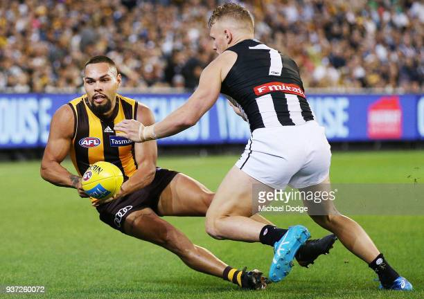 Jarman Impey of the Hawks handballs past Adam Treloar of the Magpies during the round one AFL match between the Hawthorn Hawks and the Collingwood...