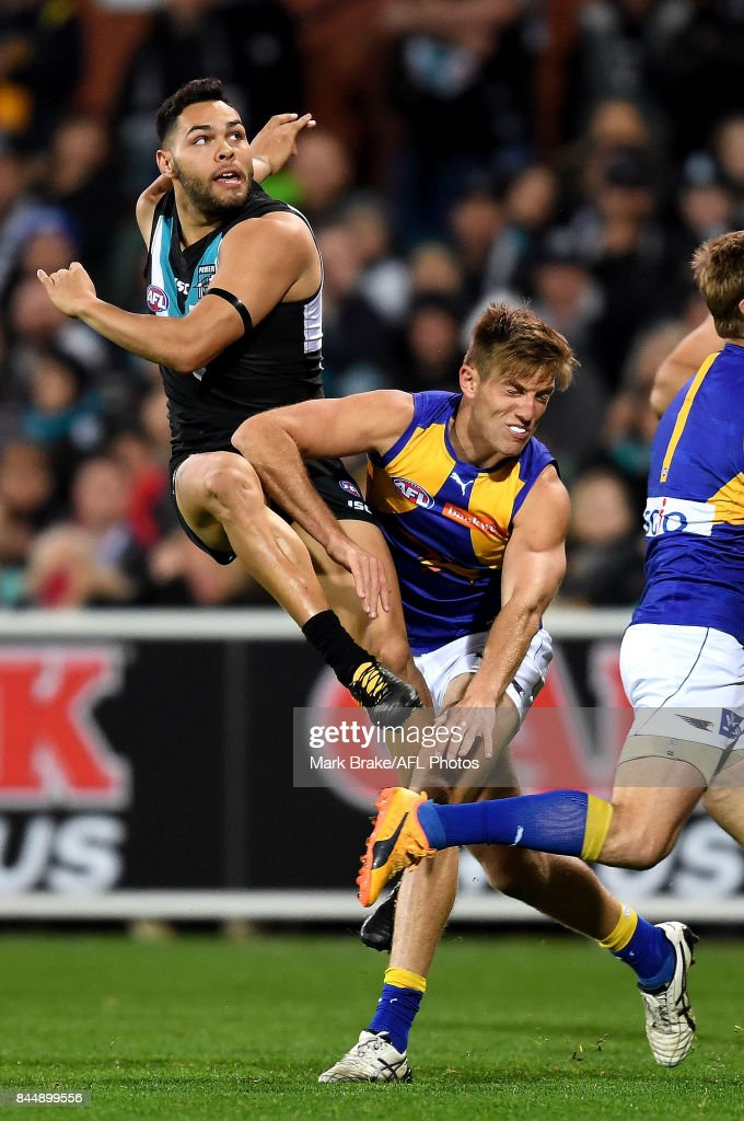 Jarman Impey of the Power snaps for goal over Brad Sheppard of the Eagles and misses during the AFL First Elimination Final match between Port Adelaide Power and West Coast Eagles at Adelaide Oval on September 9, 2017 in Adelaide, Australia.
