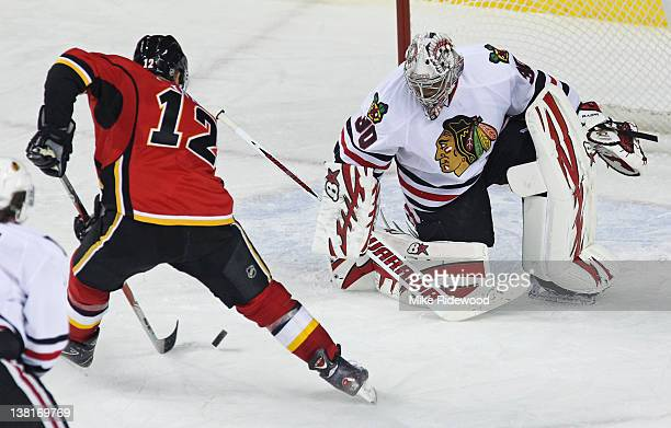 Jarome Iginla of the Calgary Flames goes to the backhand to score against Ray Emory of the Chicago Blackhawks in third period NHL action on February...