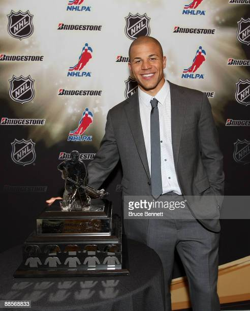 Jarome Iginla of the Calgary Flames poses with the Messier Leadership Award following the 2009 NHL Awards at The Pearl concert theater at the Palms...