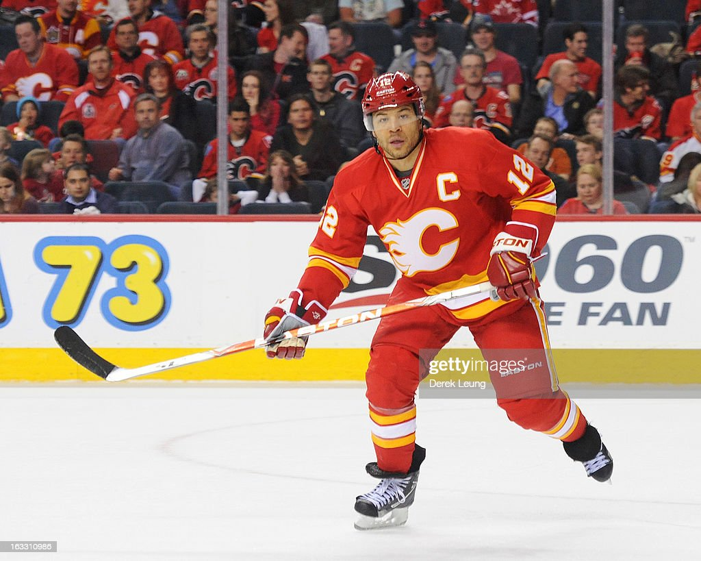 Phoenix Coyotes v Calgary Flames : News Photo