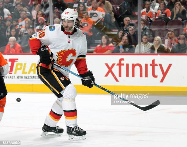 Jaromir Jagr of the Calgary Flames reacts towards the airborne puck against the Philadelphia Flyers on November 18 2017 at the Wells Fargo Center in...