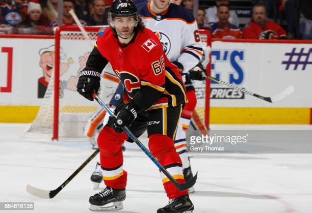 Jaromir Jagr of the Calgary Flames skates against the Edmonton Oilers at Scotiabank Saddledome on December 2 2017 in Calgary Alberta Canada