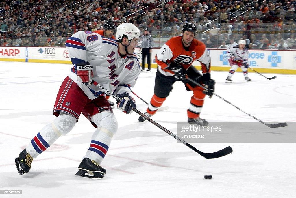New York Rangers vs Philadelphia Flyers : News Photo