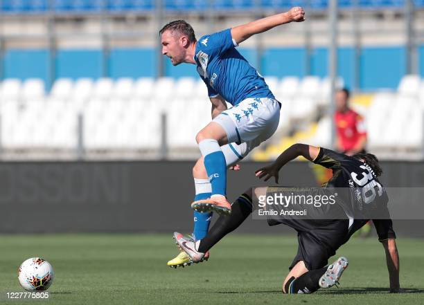 Jaromir Zmrhal of Brescia Calcio is challenged by Matteo Darmian of Parma Calcio during the Serie A match between Brescia Calcio and Parma Calcio at...