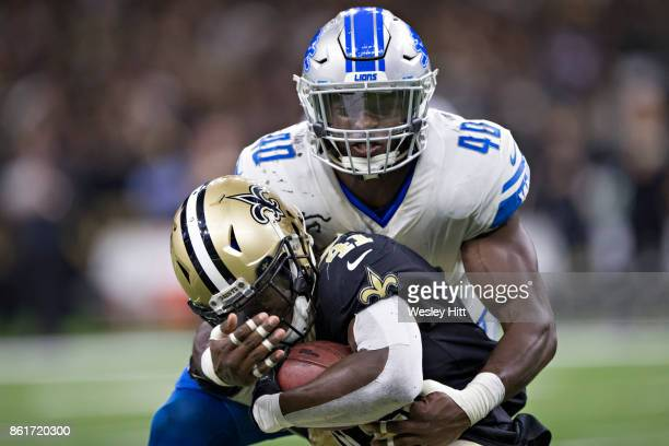 Jarrad Davis of the Detroit Lions tackles Alvin Kamara of the New Orleans Saints at MercedesBenz Superdome on October 15 2017 in New Orleans...