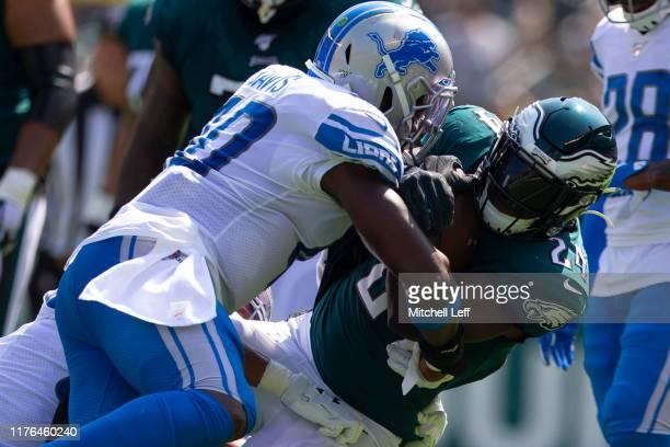 Jarrad Davis of the Detroit Lions tackles Jordan Howard of the Philadelphia Eagles at Lincoln Financial Field on September 22, 2019 in Philadelphia,...