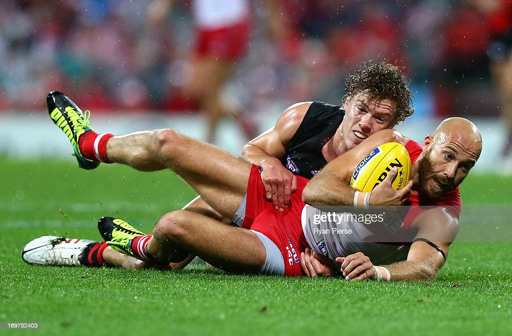 AFL Rd 10 - Sydney v Essendon