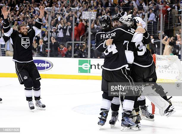 Jarret Stoll Colin Fraser Drew Doughty of the Los Angeles Kings surround goaltender Jonathan Quick of the Los Angeles Kings after winning Game Six of...