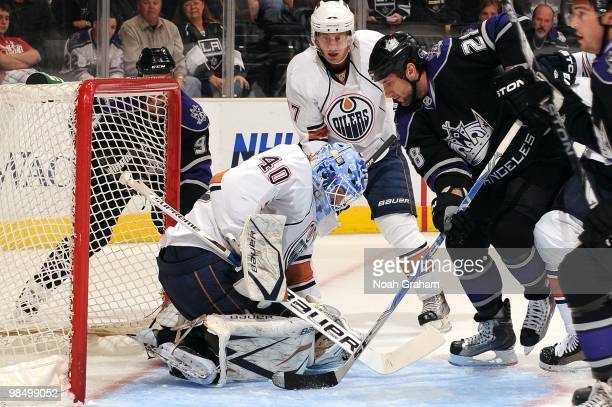 Jarret Stoll of the Los Angeles Kings tries to knock in the puck against Devan Dubnyk of the Edmonton Oilers on April 10 2010 at Staples Center in...