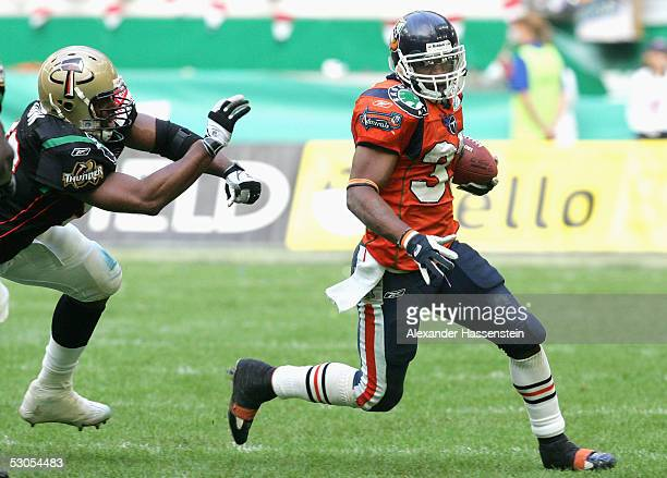 Jarrett Payton of Amsterdam in action against Daryl Dixon of Berlin during the Yello Strom World Bowl XIII between the Berlin Thunder and the...