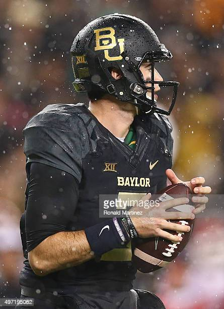 Jarrett Stidham of the Baylor Bears throws against the Oklahoma Sooners in the first quarter at McLane Stadium on November 14 2015 in Waco Texas