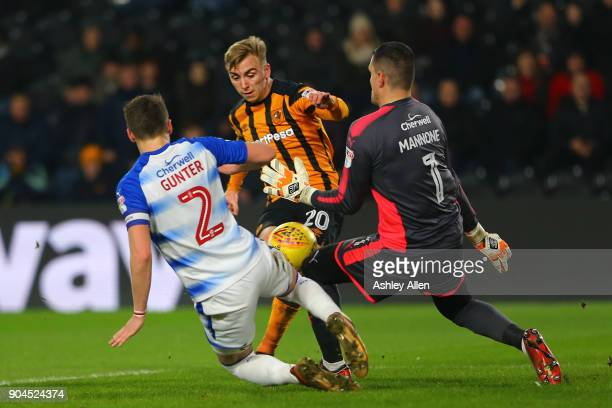Jarrod Bowen of Hull City has a shot on goal blocked by both Chris Gunter and goalkeeper Vito Mannone of Reading during the Sky Bet Championship...