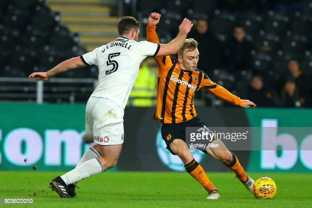 Jarrod Bowen of Hull City shapes to cross as Jack O'Connell of Sheffield United challenges for the ball during the Sky Bet Championship match between...