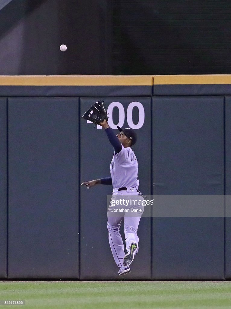 Jarrod Dyson #1 of the Seattle Mariners makes an over-the-shoulder catch in the 9th inning against the Chicago White Sox at Guaranteed Rate Field on July 15, 2017 in Chicago, Illinois. The Mariners defeated the White Sox 4-3.