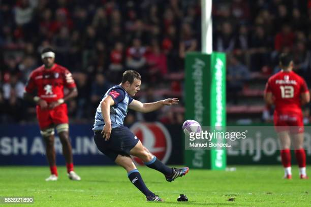 Jarrod Evans of Cardiff Blues kicks a conversion during the European Challenge Cup match between Stade Toulousain and Cardiff Blues at Stade Ernest...