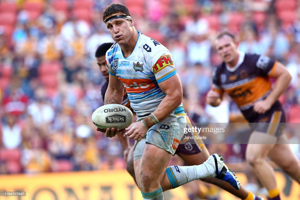 NRL Rd 13 - Broncos v Titans : News Photo