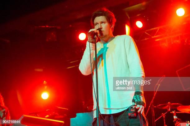 Jarryd James der australische SingerSongwriter live beim Reeperbahnfestival 2015 Konzert beim Musikfestival in den Clubs um die Hamburger Reeperbahn...
