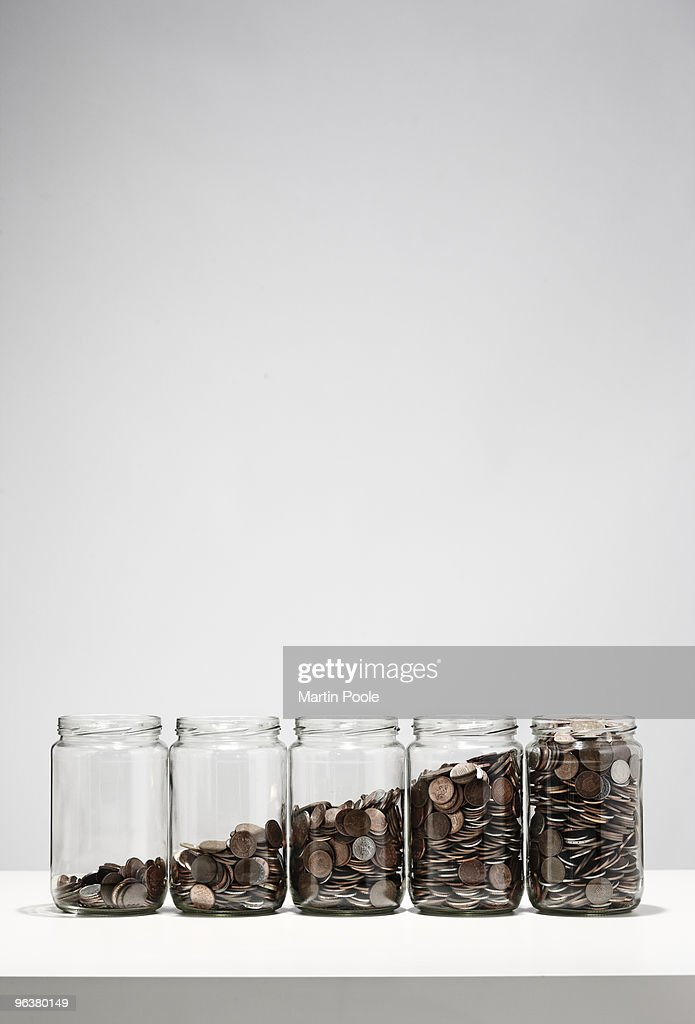 jars of coins showing growth : Foto de stock