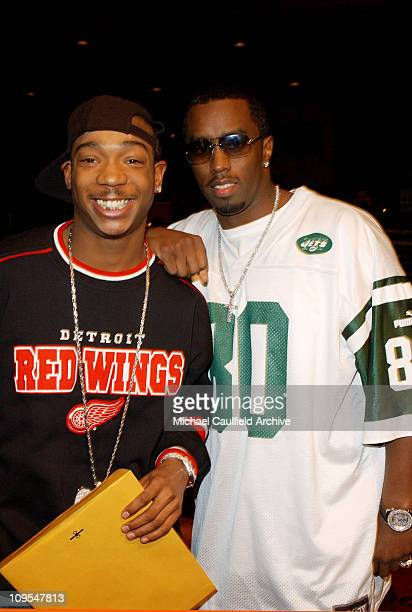 JaRule Sean 'P Diddy' Combs pose for photographers at rehearsals for the 2002 American Music Awards at the Shrine Auditorium
