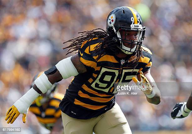 Jarvis Jones of the Pittsburgh Steelers in action during the game against the New York Jets on October 9 2016 at Heinz Field in Pittsburgh...