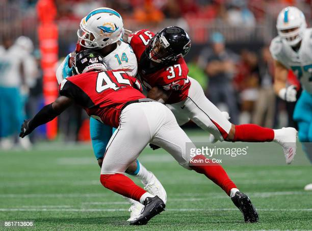 Jarvis Landry of the Miami Dolphins pulls in this reception against Deion Jones and Ricardo Allen of the Atlanta Falcons at MercedesBenz Stadium on...