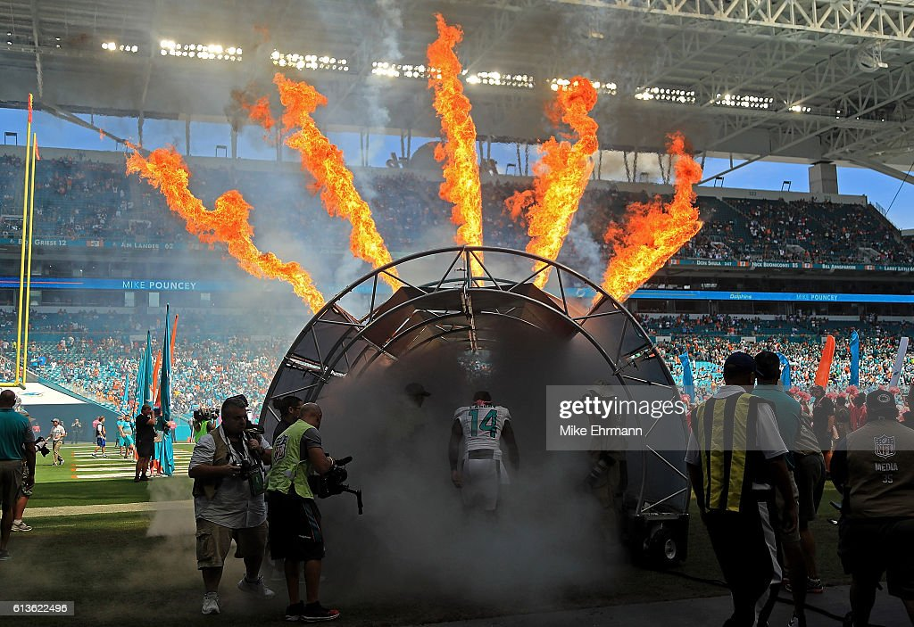Tennessee Titans v Miami Dolphins : News Photo