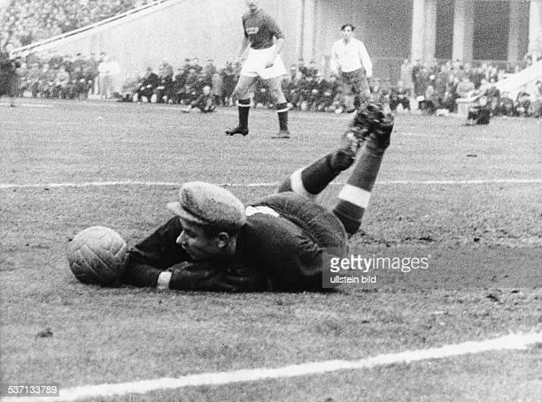 Jaschin, Lew , Fussballtorwart, Sportfunktionaer, UdSSR, - in dem Spiel einer UEFA-Auswahl gegen, Jugoslawien, - Belgrad 1964
