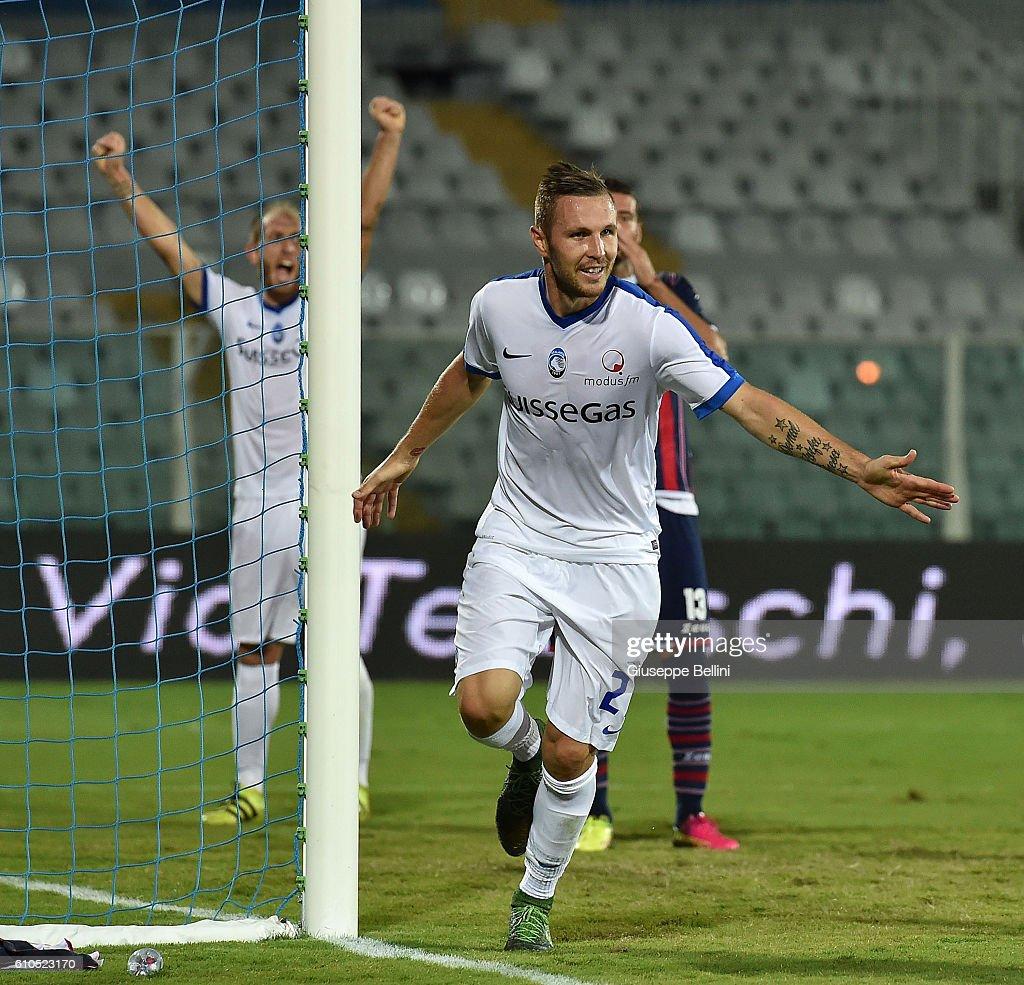 Jasmin Kurtic of Atalanta BC celebrates after scoring the goal 0-2 during the Serie A match between FC Crotone and Atalanta BC at Adriatico Stadium on September 26, 2016 in Pescara, Italy.
