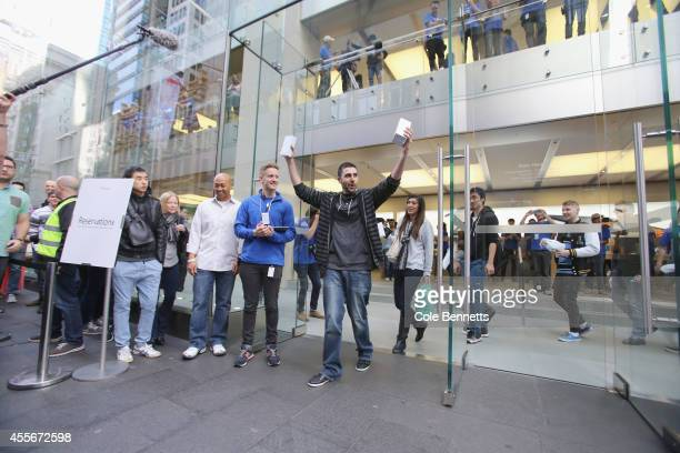 Jasmine Juan and David Rahimi travelled from California to the Sydney Apple Store to be the first in the world to lay hands on the new iPhone 6 at...