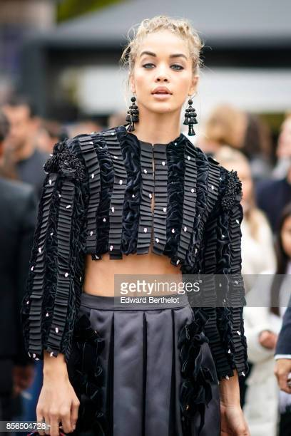 Jasmine Sanders attends Le Defile L'Oreal Paris as part of Paris Fashion Week Womenswear Spring/Summer 2018 at Avenue Des Champs Elysees on October 1...