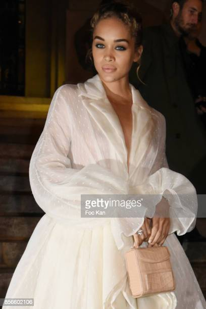 Jasmine Sanders attends The Vogue Party Outside Arrivals as part of the Paris Fashion Week Womenswear Spring/Summer 2018 on October 1 2017 in Paris...