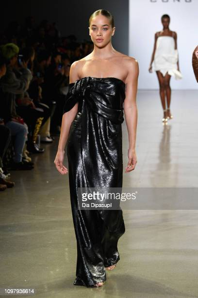 Jasmine Sanders walks the runway for the Cong Tri fashion show during New York Fashion Week The Shows at Gallery II at Spring Studios on February 11...