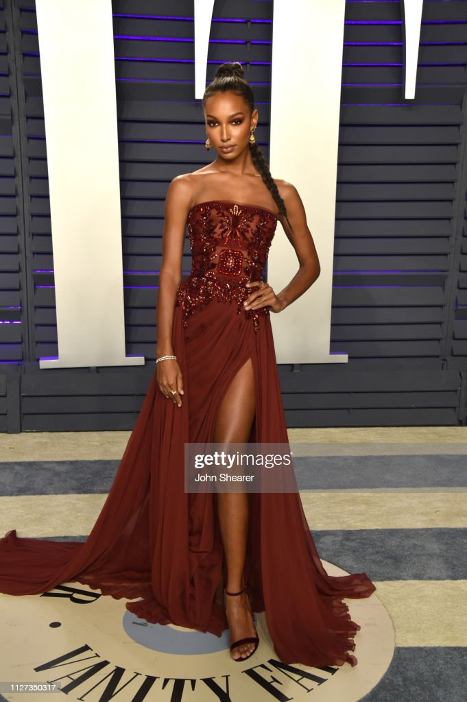 Jasmine Tookes Attends The 2019 Vanity Fair Oscar Party Hosted By News Photo Getty Images