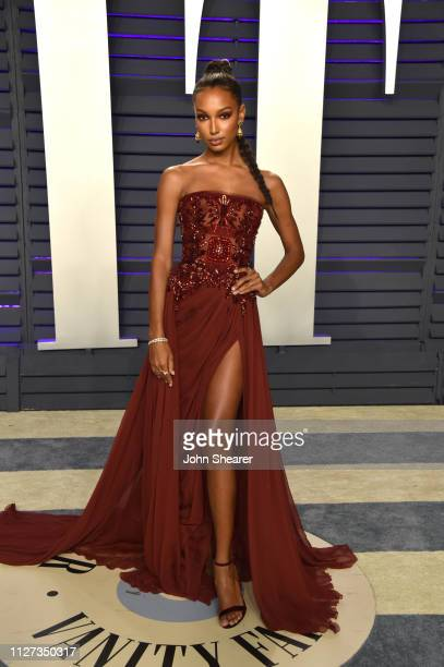 Jasmine Tookes attends the 2019 Vanity Fair Oscar Party hosted by Radhika Jones at Wallis Annenberg Center for the Performing Arts on February 24...
