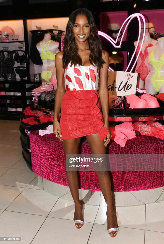 a882e5384a Victoria s Secret Angels Jasmine Tookes And Romee Strijd Celebrate  Valentines Day   News Photo