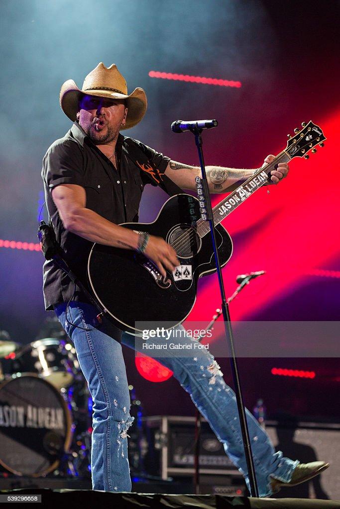 2016 CMA Music Festival - Day 1 : News Photo
