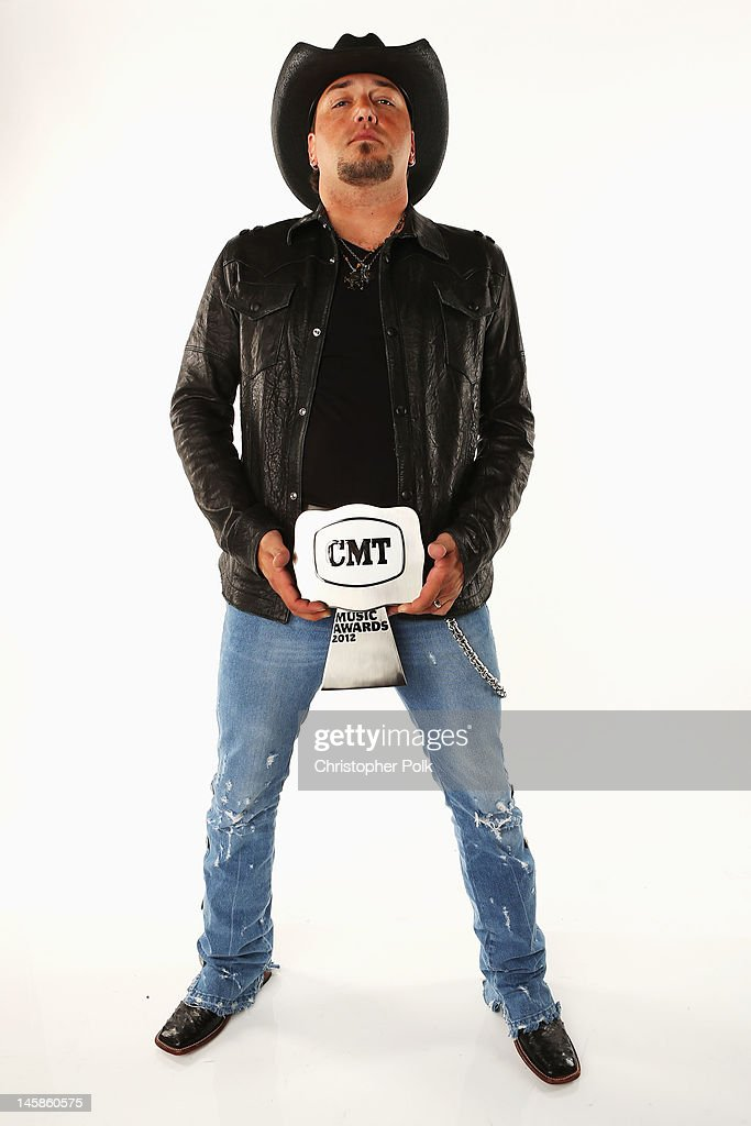 Jason Aldean poses with award in the Wonderwall.com Portrait Studio during 2012 CMT Music awards at the Bridgestone Arena on June 6, 2012 in Nashville, Tennessee.