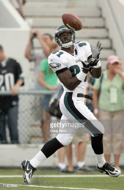 Jason Avant of the Philadelphia Eagles catches the pass before the AFCNFC Pro Football Hall of Fame Game against the Oakland Raiders at Fawcett...