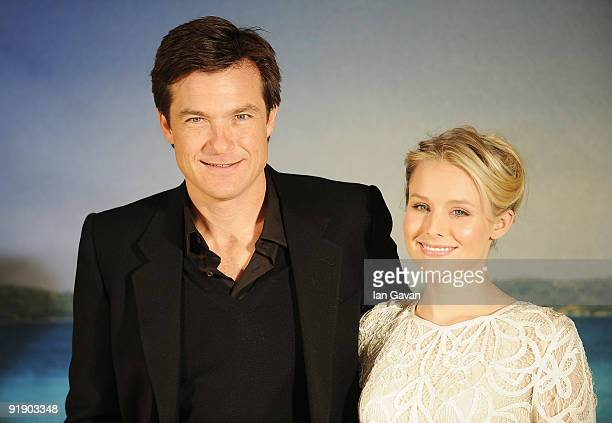 Jason Bateman and Kristen Bell attend the 'Couples Retreat' photocall at Claridge's on October 15 2009 in London England