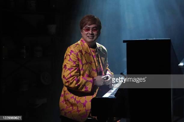 """Jason Bateman"""" Episode 1792 -- Pictured: Bowen Yang as Elton John during the """"Stu"""" sketch on Saturday, December 5, 2020 --"""
