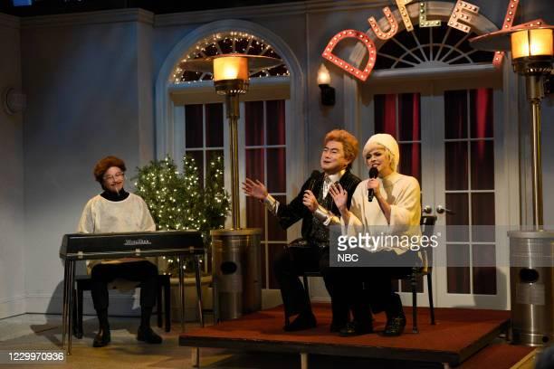 "Jason Bateman"" Episode 1792 -- Pictured: Host Jason Bateman, Bowen Yang, and Cecily Strong during the ""Outdoor Cabaret"" sketch on Saturday, December..."
