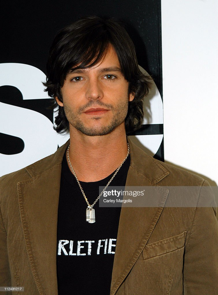 """Jason Behr Visits Fuse's """"Daily Download"""" - October 20, 2004"""