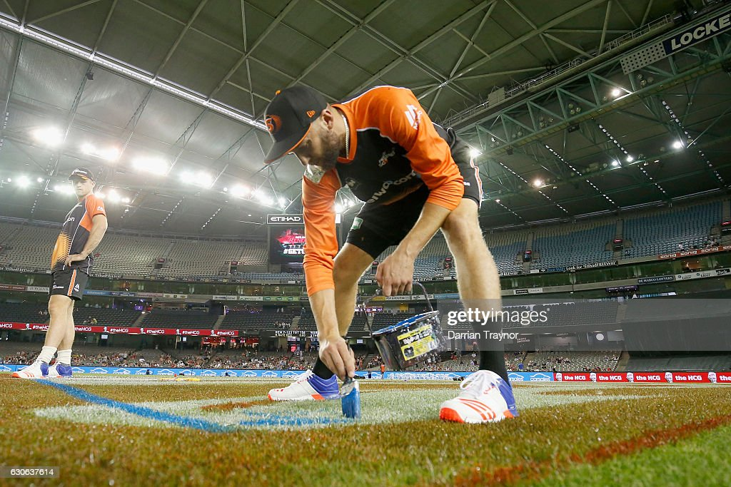Jason Behrendorff of the Perth Scorchers mesures outhis run up before the Big Bash League match between the Melbourne Renegades and Perth Scorchers at Etihad Stadium on December 29, 2016 in Melbourne, Australia.