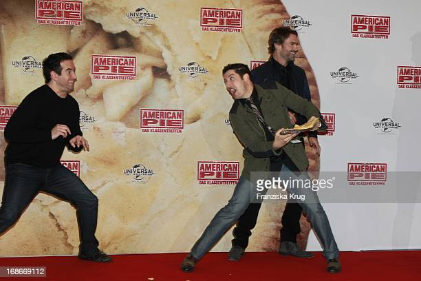 Jason Biggs and Seann William Scott at photocall for the movie American Pie Reunion in Berlin on 29th of March