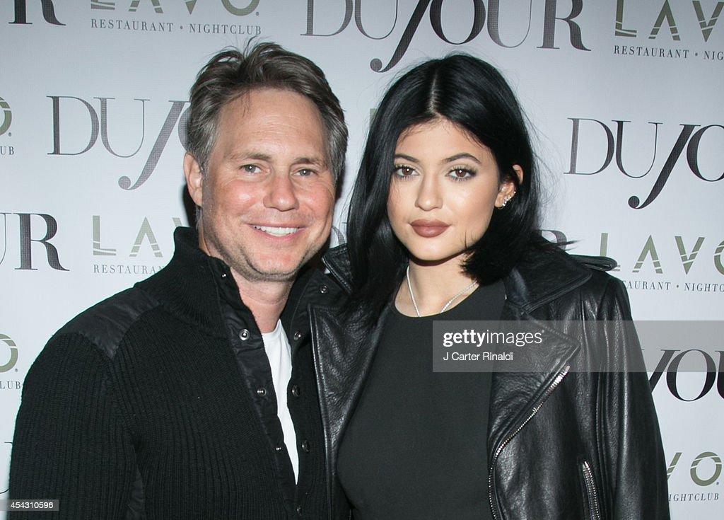 DuJour Magazine Celebrates Kendall & Kylie Jenner : News Photo