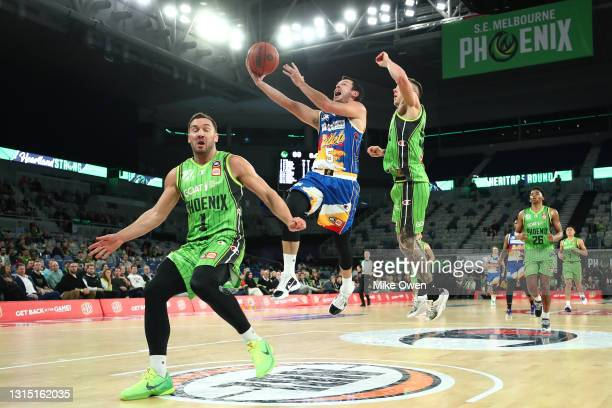 Jason Cadee of the Bullets drives to the basket during the round 16 NBL match between the South East Melbourne Phoenix and the Brisbane Bullets at...