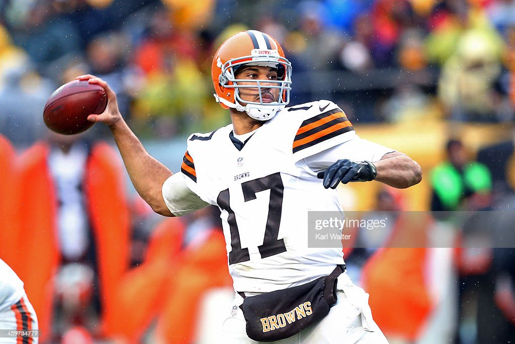 Jason Campbell #17 of the Cleveland Browns passes the football against the Pittsburgh Steelers during the game at Heinz Field on December 29, 2013 in Pittsburgh, Pennsylvania. The Steelers defeated the Browns 20-7.